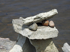 A close-up view of a balanced rock structure on the Ottawa River at Remic Rapids by artist   John Felice Ceprano, in Ottawa, Ontario (Ullysses) Tags: rockart remicrapids ottawariver johnfeliceceprano balancedrockstructures rivièredesoutaouais summer été ottawa ontario canada closeup zoom art