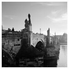 Tourists (Jamie Langford) Tags: prague praha rolleiflex mediumformat 120film ilforddelta100 blackwhite