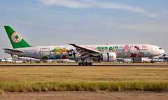 B-16703 - Boeing 777-35EER - LHR (Seán Noel O'Connell) Tags: evaair b16703 boeing 77735eer b777 b77w 777 heathrowairport heathrow lhr egll bkk vtbs hellokitty sanriofamily aviation avgeek aviationphotography planespotting br67 eva67