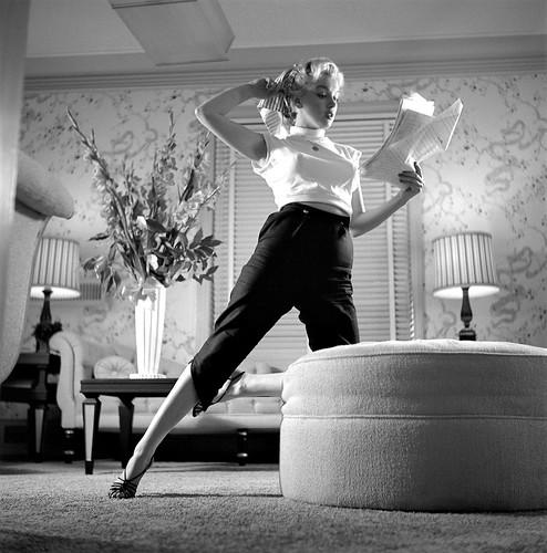 Marilyn Monroe posa para un retrato en su vestidor de los estudios 20th Century-Fox el 8 de noviembre de 1952 en Los Ángeles, California. Fotografía de Earl Theisen