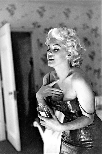 Marilyn Monroe Five Drops No 5″ 1955
