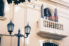 Barrio París-Londres (Javiera Andrea.) Tags: 35mm 35mmphotography analogphotograpy filmphotography canon filmisnotdead keepfilmalive chilen35mm analogcity kodak santiagochile santiagoanalogo film analog buyfilmsnotmegapixels