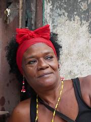 Cuban portraits 5 - Gisela (Yekkes) Tags: gisela cuba havana habanaviejo portrait woman mujer black chain gold headband red earrings