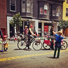 20190714 ss1 bubble-lady (Jym Dyer) Tags: instagramapp:filter=rise bicycle iphoneography sanfrancisco squareformat sundaystreets valenciastreet