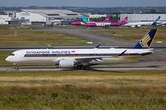 Singapore Airlines - Airbus A350-941 F-WZGX (9V-SMV) @ Toulouse Blagnac (Shaun Grist) Tags: fwzgx sia sq singaporeairlines airbus a350 a350941 shaungrist tls lfbo toulouse blagnac france airport aircraft aviation aeroplanes airline avgeek taxiing 9vsmv