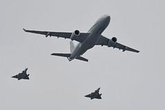 2019.07.14.010 PARIS - Airbus A330-243MRTT Phenix (F-UJCG - Code.041 - cn.1735) (alainmichot93 (Bonjour à tous - Hello everyone)) Tags: 2019 france europe ue unioneuropéenne frankreich francia frankrijk frança γαλλία франция îledefrance seine paris 14juillet défiléaérien avion avião airplane aircraft flugzeug aeroplano αεροπλάνο самолет