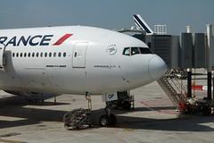 Boeing 777-328(ER), Air France, provenance Fort de France, F-GSQP (fa5962) Tags: frédéricadant france îledefrance lfpo valdemarne orly aéroport aéroportorly airfrance boeing 777328 777328er boeing777 boeing777328 boeing777328er fgsqp adant eos760d canon