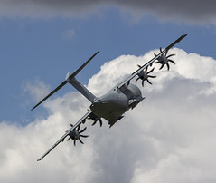 Airbus A400M Atlas, Paris Air Show 2019 (IFM Photographic) Tags: img9136a canon 600d sigma70200mmf28exdgoshsm sigma70200mm sigma 70200mm f28 ex dg os hsm paris saintdenis seinesaintdenis îledefrance lebourget siae saloninternationaldelaéronautiqueetdelespace parisinternationalairshow parisairshow airshow 53st 53ème 2019 aircraft aeroplanes airplanes planes display frban airbusa400matlas airbus a400m atlas grizzly arméedelair frenchairforce arméedelairfrançaise