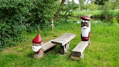 Houten mannetjes (noajip) Tags: wood nature green red gras
