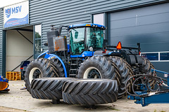 New Holland T9-700