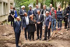 Viceministras D. Skusevičius lankėsi Vilniaus Didžiosios sinagogos komplekso kasinėjimuose (Lithuanian MFA) Tags: purple