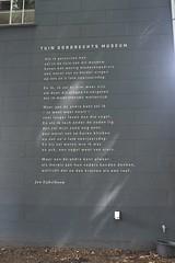 Jan Eijkelboom (fotorotterdam) Tags: janeijkelboom dordrecht museum gedicht dichter poem poet poezie poetry vader zoon father son blackbird raven merel raaf vogel bird