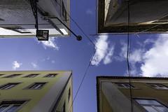 croix de ciel de jour (Rudy Pilarski) Tags: architecture architectura travel voyage d750 nikon abstract abstrait portugal lisbonne lisbao ciel sky cloud cloudy blue bleu bâtiment lookup contreplongée nuage nuageux