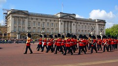 The band at Buckingham Palace (WISEBUYS21) Tags: buckinghampalace changing guard red uniform london band parade white cloud blue sky wisebuys21 queen her majesty residence pad