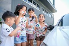 20190714 219/365 (直髮盧女士與捲毛壞脾氣小姐) Tags: 咪比 365 成長紀錄 child children girl kids mibi