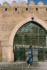 Baku Old City Gate (Packing-Light) Tags: 35mm azerbaijan baku caucasus eurasia nikonf6 analog emulsion film fujicolor fuji superia400 city street