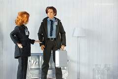 what did you bring ? (photos4dreams) Tags: omg xfiles series xakten agent danascully gilliananderson toy plastic spielzeug actionfigure photos4dreams p4d photos4dreamz fbi thetruthisoutthere thefall ooak handpainted superintendentstellagibson diorama scenes 16 foxmulder davidduchovny diy omgitsscullyp4d itsscullyp4d foxmoulder