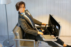 just the usual agent's stuff... (photos4dreams) Tags: omg xfiles series xakten agent danascully gilliananderson toy plastic spielzeug actionfigure photos4dreams p4d photos4dreamz fbi thetruthisoutthere thefall ooak handpainted superintendentstellagibson diorama scenes 16 foxmulder davidduchovny diy