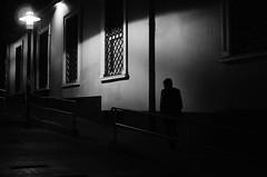 Nocturnus (natan_salinas) Tags: fotografíaurbana fotografíacallejera bw blackwhite blanconegro bn blancoynegro blackandwhite monocromático monochrome nikon nightlife night nighttime light luz people gente d5100 50mm calle street hombre man noche urbe urban valpo city ciudad architecture noiretblanc male urbano escalera valparaíso nocturnus nocturno 35mm
