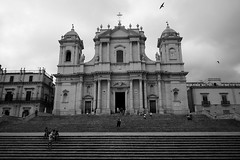 Cathedral of Noto (sebastienvillain) Tags: sicilia sicile fuji fujifeed xe2 xseries xf18mm blackandwhite noiretblanc bw nb cathedral cathedrale noto stairs escalier