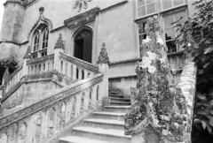 Lacock Abbey (a.pierre4840) Tags: olympus om2n zuiko 24mm f28 35mmfilm ilford ilfordfp4 fp4 bw blackandwhite noiretblanc architecture texture dof depthoffield perspective staircase wiltshire england