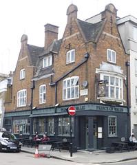 Prince of Wales, London SW1. (piktaker) Tags: london londonsw1 sw1 pub inn bar tavern publichouse princeofwales