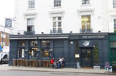 Queens Arms, London SW1. (piktaker) Tags: london londonsw1 sw1 pub inn bar tavern publichouse queensarms