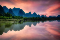 Il mondo che scompare ... (Gio_guarda_le_stelle) Tags: china sunset quiete peaceful river reflection guilin travel viagio voyage atmosphere fisherman water 4 桂林 fiume lijiang i