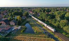 In langsamer Fahrt (Klaus Z.) Tags: eisenbahn kbs 395 leer ostfriesland br 1465 personenzug intercity ic2 db fernverkehr drohnenbild sommer