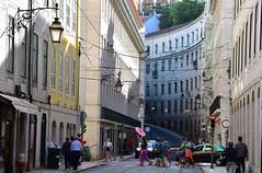Lisbona- Portugal (venturidonatella) Tags: portogallo portugal lisbona lisboa città city town street strada streetlife streetscene streetphotography colori colors nikon nikond500 d500 ombrello umbrella persone people gentes gente
