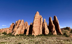 Arches National Park, Utah (__ PeterCH51 __) Tags: archesnationalpark archesnp nationalpark moab usnationapark utah usa america amerika scenery landscape landschaft redrocks eveninglight iphone peterch51 sandstonefins sanddunearch