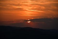 DSC_6925 (griecocathy) Tags: soleil couchant montagne ciel nuage noir orange oranger crème gris blanc paysage