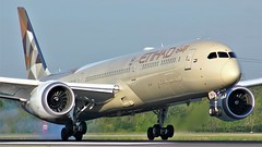 A6-BME (AnDyMHoLdEn) Tags: etihad 787 dreamliner egcc airport manchester manchesterairport 05r