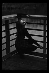 Ro (TheJennire) Tags: photography fotografia foto photo canon camera camara colours colores cores light luz young tumblr indie teen adolescentcontent blackframes blackandwhite people portrait 2018 winter moody dancing nyc newyork usa eua unitedstates