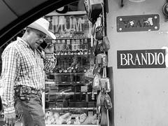 Brandio (Marcos Núñez Núñez) Tags: streetphotography street national hat sombrero fotografíacallejera calle galaxya50 personaje streetportrait mx méxico oaxaca tuxtepec