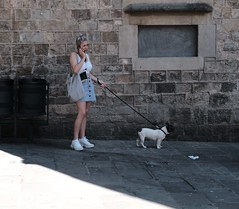 Walking the Dog (Bury Gardener) Tags: barcelona spain europe catalonia 2019 fuji fujixt3 fujifilm streetphotography street streetcandids snaps strangers candid candids people peoplewatching folks