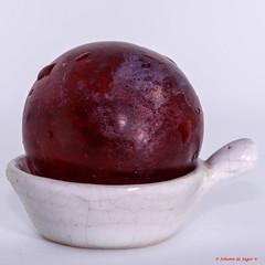 Red Grape (Johann (Still Me!)) Tags: lookingcloseonfriday red grape square squareformat closeup johanndejager canoneos7dii canonef100mmf28macrousm ceramic bowl ceramicbowl macro simplysuperb
