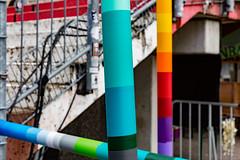 northern poles III (Rasande Tyskar) Tags: hamburg millerntor pole poles bunt colourful color colour gerüst stange stangen