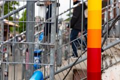 northern poles II (Rasande Tyskar) Tags: hamburg millerntor pole poles bunt colourful color colour gerüst stange stangen