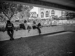 en passant par KL (Jack_from_Paris) Tags: p1000480bw panasonic dmcgx8 monochrome mono bw noiretblanc raw mode dng lightroom rangefinder télémétrique capture nx2 lr wide angle malaysia malaisie kl kuala lampur tourisme voyage travel people waiting nap sieste lignes lines paysage urbain