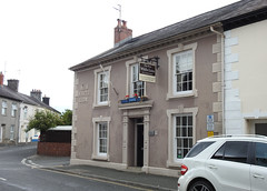The New White Lion, Stone Street, Llandovery, Carmarthenshire 17 July 2019 (Cold War Warrior) Tags: hotel pub breweriana georgian llandovery carmarthenshire