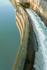 El filo de la cascada (Nacho Vegas) Tags: cascada valladolid canaldecastilla fachada agua