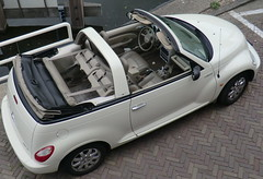 20190718-003-JWB (Jan Willem Broekema) Tags: chrysler pt cruiser convertible cabriolet decapotable ragtop seats rear extra space luggage trunk white