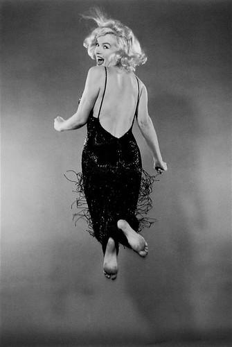 Marilyn Monroe fotografiada por Philippe Halsman. Jump - Blanco y Negro