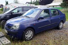 2001 Renault Clio Thalia 4T Front (Joachim_Hofmann) Tags: auto kraftfahrzeug verbrennungsmotor renault clio thalia cliothalia cliosymbol cliostufenheck