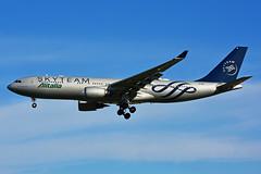 EI-DIR (Alitalia - SKYTEAM) (Steelhead 2010) Tags: alitalia skyteam airbus a330 a330200 yyz eireg eidir