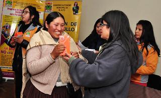 MUNICIPIO ENTREGA CELURES A  25 MUJERES CAPACITADAS EN REDES SOCIALES (2)