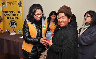 MUNICIPIO ENTREGA CELURES A  25 MUJERES CAPACITADAS EN REDES SOCIALES (1)