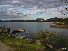 Li (Gatodidi) Tags: li stavanger noruega lagos fiordos naturaleza natura azul cielo reflejos lansdcapes paisaje paisatge norwegian norway ng
