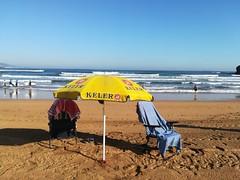 Montado campamento base (eitb.eus) Tags: eitbcom 34279 g1 tiemponaturaleza tiempon2019 playa bizkaia muskiz belenajuriaguerra
